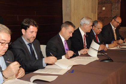 El Gobierno sella la paz con los Cabildos tras la firma del convenio de financiación