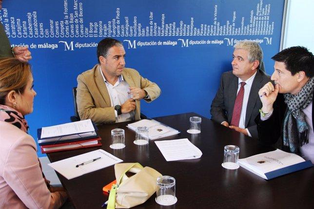 Elías Bendodo, presidente de la diputación de Málaga en junta de gobierno local