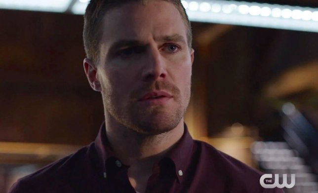 Stephen Amell como Oliver Queen - Arrow, tercera temporada