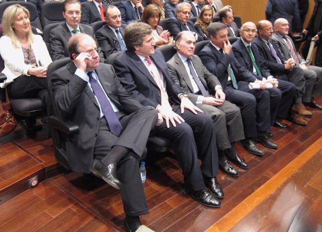 Juan Vicente Herrera junto a otros representantes en la entrega de premios