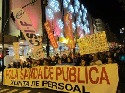 Miles de personas protestan en Vigo contra la privatización sanitaria