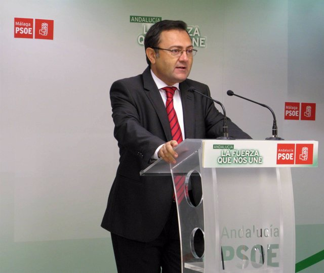 Miguel Ángel Heredia PSOE diputado secretario en rueda de prensa en Málaga