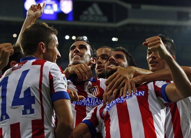 Raúl García, Godín y Gabi celebran un gol del Atlético de Madrid