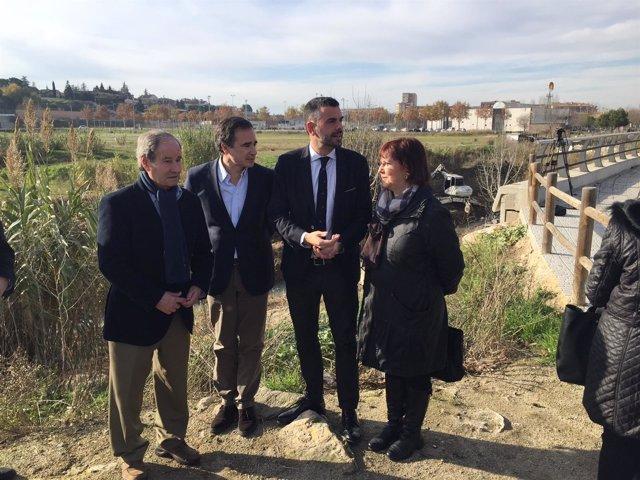 El conseller Santi Vila en una visita a una de las actuaciones en el Ebro
