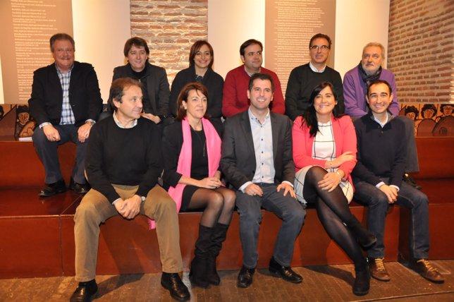 Luis Tudanca (fila de abajo, en el centro) junto a secretarios provinciales