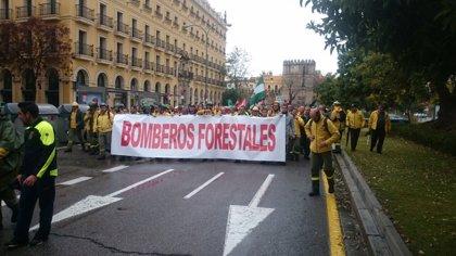 Unos 300 trabajadores de Infoca se manifiestan en Sevilla