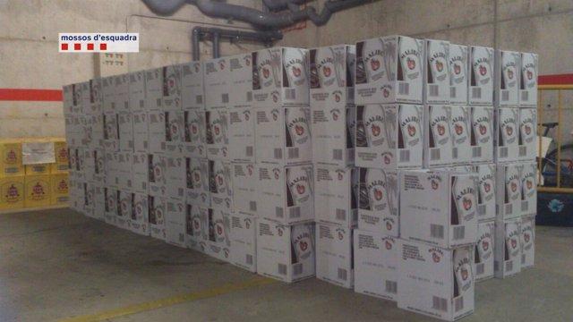 Botellas de licor robadas de un camión estacionado en Vilademuls