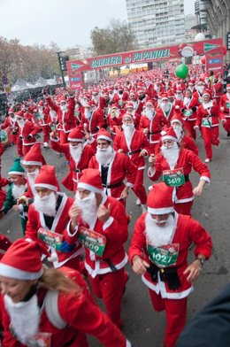 Los participantes en esta carrera de Papa Noeles