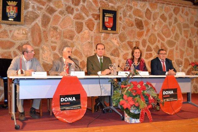 Hernández Carrón en el acto de donantes de sangre de Villafranca