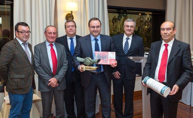 Entrega del premio a Luis Hervella