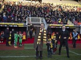 Elton John inaugura una grada con su nombre en el estadio del Watford
