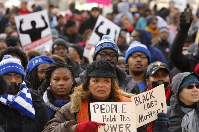Marcha Justicia para Todos por la muerte de negros a manos de policías