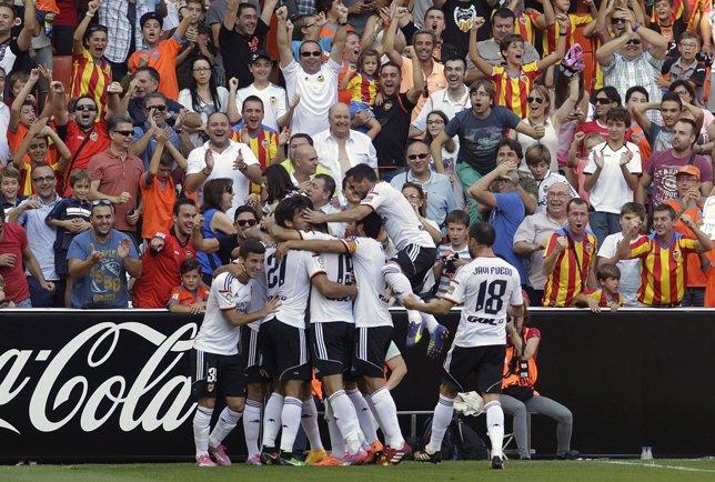 El Valencia golea en Mestalla