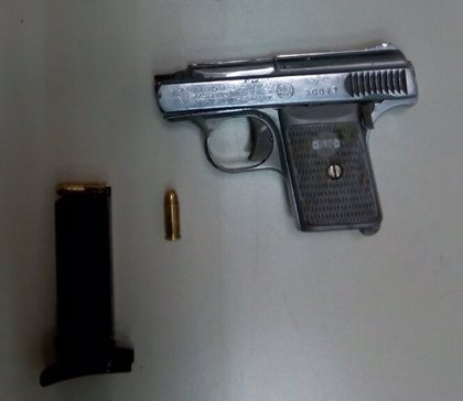 Detenido por atracar y retener a un hombre a punta de pistola por una deuda, en Huesca