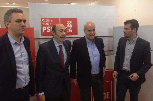 Pérez Rubalcaba, antes de participar en el acto del PSOE de Portillo