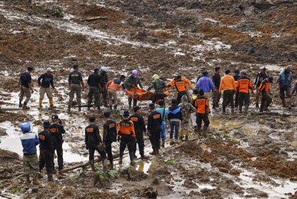 Ya son 19 los muertos confirmados por el corrimiento de tierra de Indonesia