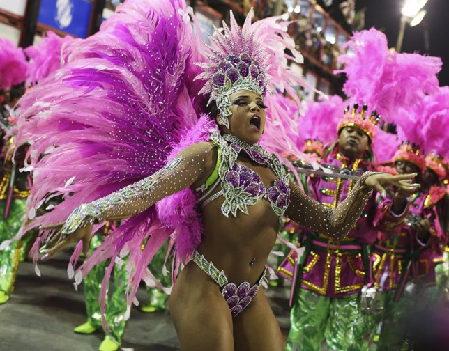 Drum Queenevelyn Bastos De La Escuela De Samba Manguiera