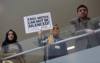 Al menos 23 detenidos en una serie de redadas en medios de comunicación afines a Gulen