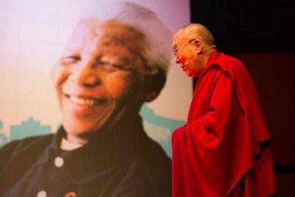 """Dalai Lama: """"Todos tenemos la responsabilidad de construir un mundo feliz, no solo los políticos"""""""