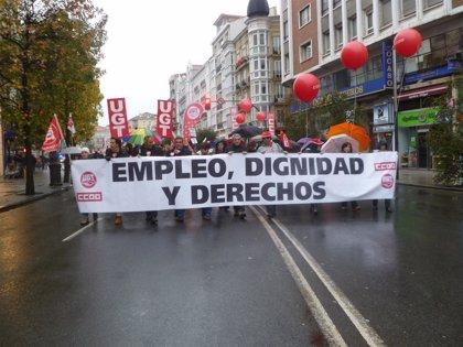 """Cientos de personas reclaman """"empleo, dignidad y derechos"""""""