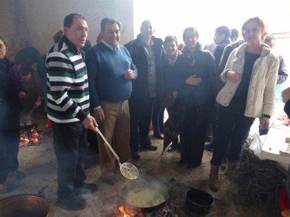 Guarinos asiste a la celebración de la Fiesta de las Migas en Jadraque