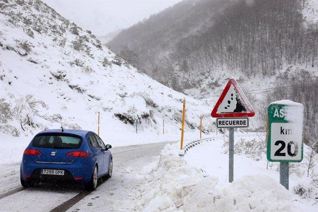 Nieve carretera de San Isidro, en Asturias