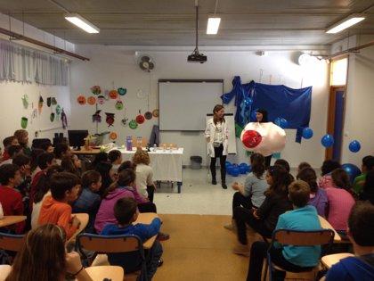 Más de 500 escolares participan en talleres sobre biomedicina y terapias avanzadas promovidos por Salud