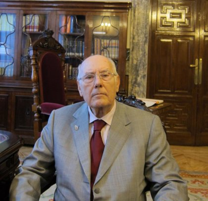 Romay Beccaría recibe la medalla de oro de Academia Española de Estudios Históricos de Estomatología y Odontología