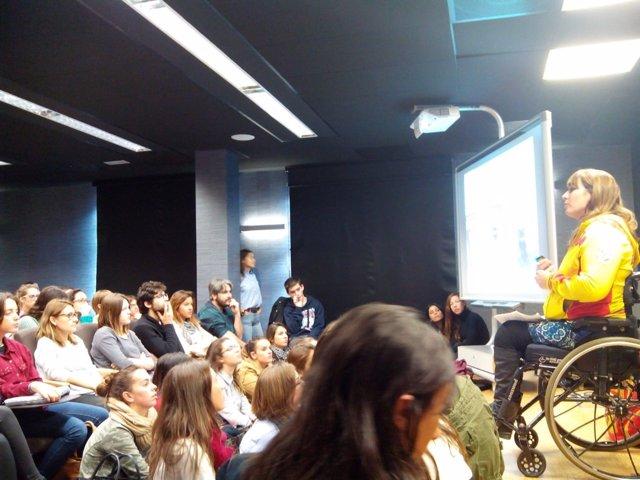 Aguilar en una conferencia ante estudiantes en Elche