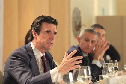 """Economía/Energía.- Soria afirma que las medidas del Gobierno sobre carburantes han traído """"mayor competencia"""""""