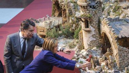 González visita con Cospedal el Nacimiento de la Real Casa de Correos, que este año rinde tributo a El Greco y a Toledo