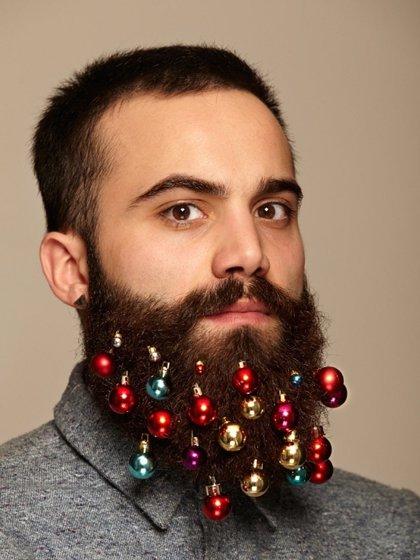 Venden en Ebay un set de adornos de Navidad para la barba hipster