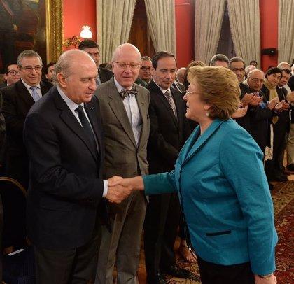 Fernández Díaz se reúne en Chile con Bachelet para supervisar el convenio de colaboración y la eficacia policial