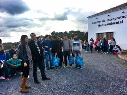 Cerca de 300 jóvenes participan en El Almendro en un encuentro sobre hábitos de vida saludable