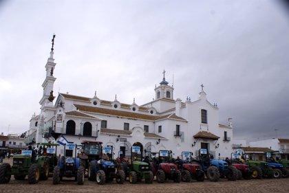 """Más de 4.000 vehículos agrícolas reivindican en El Rocío """"una solución"""" para los regadíos del Condado"""
