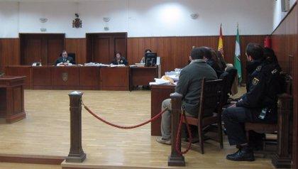 Fiscal y defensa mantienen que la muerte del joven de Lucena es homicidio y la acusación, asesinato