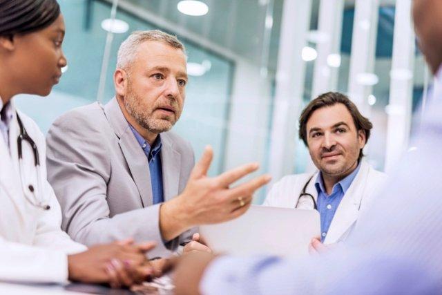 Conversación, reunión entre médicos