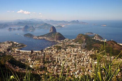 Temperaturas extremas y precios 'surreales' caldean el verano en Río de Janeiro