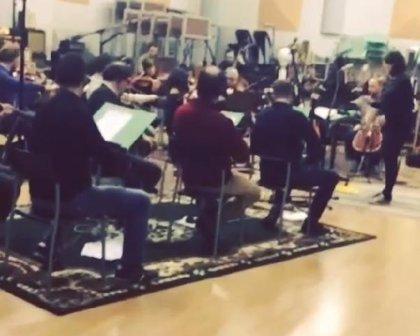 Muse muestran un vídeo grabando en el estudio con una orquesta