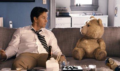 Mark Wahlberg se 'moja' en la secuela de Ted