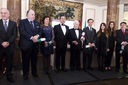 Consejo General de Dentistas entrega su 'Premio Santa Apolonia' al doctor José Font Buxó por su trayectoria profesional