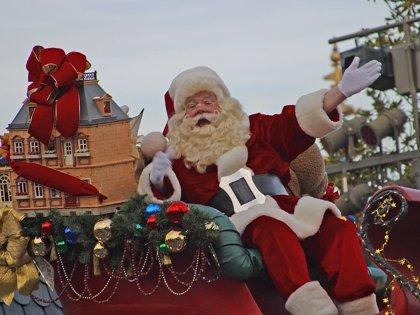 ¿Cómo puede entregar Santa Claus todos los regalos en 24 horas?
