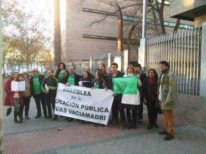 Tania Sánchez y Lali Vaquero acompañan a vecinos de Rivas a entregar 6.000 firmas para pedir un nuevo colegio público