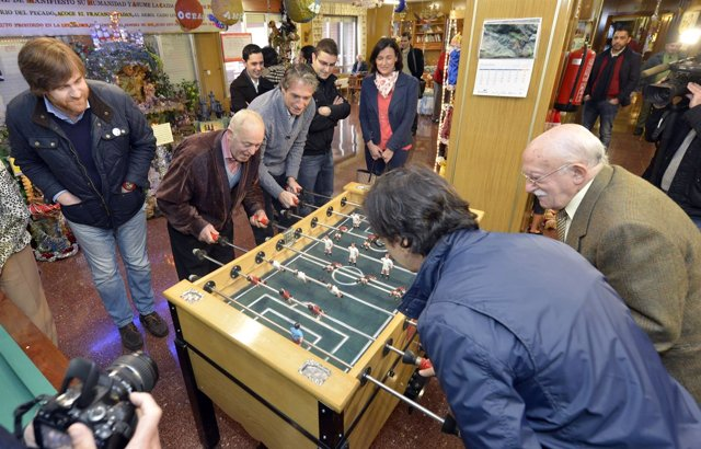 El alcalde felicita la Navidad en distintos centros sociales