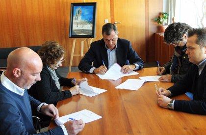 El Ayuntamiento de Tomares firma un acuerdo para hacer indefinidos a los trabajadores municipales