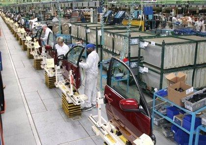 Los fabricantes de automóviles japoneses aumentan su producción mundial a falta de un mes para el cierre de 2014