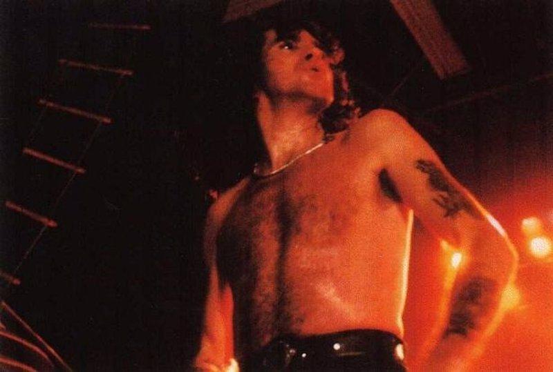 Bon Scott, cantante de AC/DC de 1974 a 1980, tendrá un nuevo documental y su propio biopic