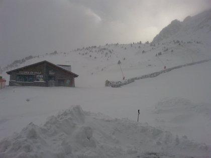 El viento impide la apertura de parte de las estaciones de esquí