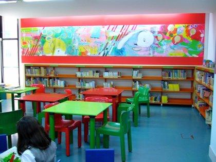Un taller en la Biblioteca Regional enseña a los niños el arte japonés del origami