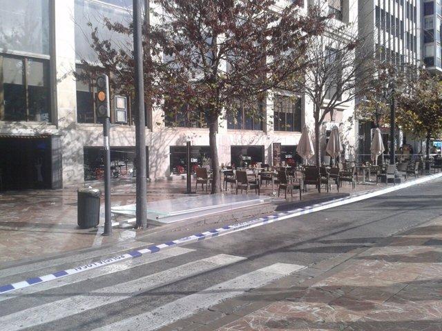 Placas caídas de la fachada del Ateneo Mercantil de Valencia